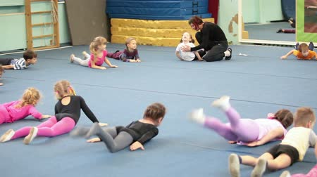 sport dzieci : Children doing exercises on the lesson in acrobatics for preschoolers in Russian sport school, Russia