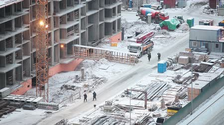 основа : Winter holidays on construction site in Russia. Stopped cranes and machinery covered with snow. Стоковые видеозаписи
