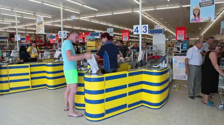 ciprus : Customers buying goods in Lidl discount store in Paphos, Cyprus. Lidl Stiftung & Co. is a global discount supermarket chain. Stock mozgókép