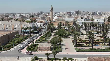tunus : Aerial view of streets at Monastir city, Tunisia. Minaret of mosque and Ribat as a fortress. Stok Video