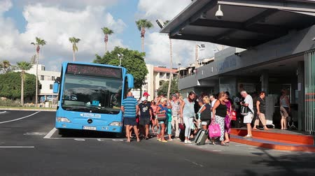 mekik : Passengers coming out from blue route bus on main station Kato, Pathos, Cyprus. Harbour, at the end of Apostolou Pavlou Avenue Stok Video
