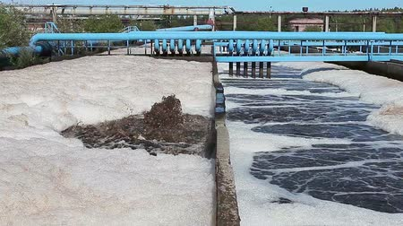лечение : Water recycling tanks on sewage treatment plant. Aerobic digestion. Bacterial process occurring in the presence of oxygen