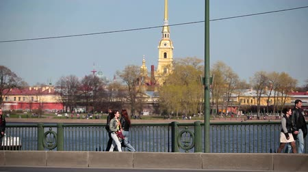 saintpetersburg : View from Birzhevoy (Exchange) Bridge on Peter and Paul Fortress on Neva river, Sain-Petersburg, Russia Stock Footage