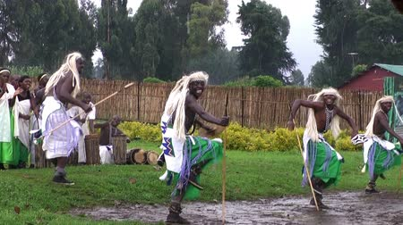 törzsi : VIRUNGA, RWANDA, AFRICA - CIRCA DEC, 2011: Tribal dancers of the masai tribe in Rwanda. Masai tribe with national dances ang songs