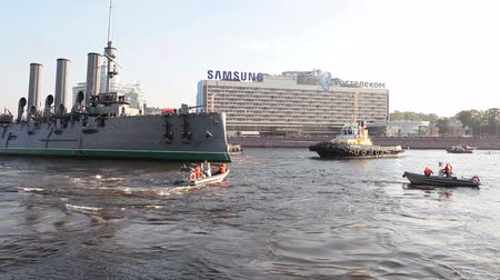 hawser : ST. PETERSBURG, RUSSIA - SEPT, 21, 2014: Tugging Aurora cruiser on fairway for transporting to Kronshtadt city for repairs. The Cruiser Aurora is symbol of Revolution of 1917 year Stock Footage