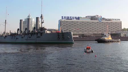 hawser : ST. PETERSBURG, RUSSIA - SEPT, 21, 2014: Preparations for the Aurora cruiser tugging, St. Petersburg, Russia Stock Footage