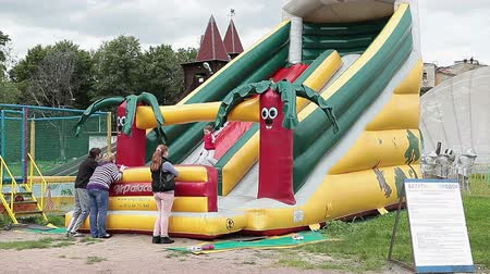 inflável : Children playing on an inflatable trampoline in Russian amusement park , Russia