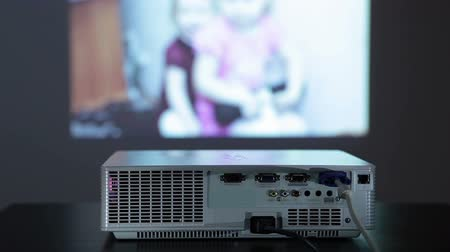 projetor : Digital projector in work, showing photo pictures on the wall, small screen