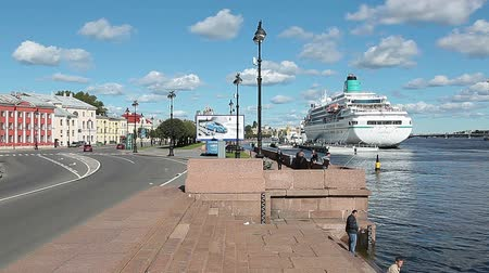 lieutenant : Lieutenant Schmidt Embankment with moored cruise liners and roadway with walking people in Saint-Petersburg, Russia