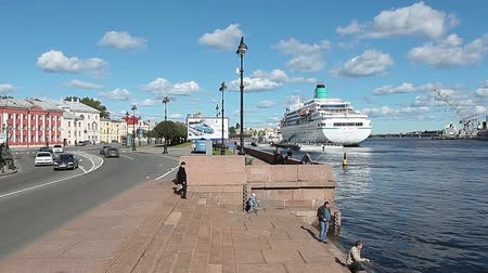 lieutenant : Lieutenant Schmidt Embankment with moored cruise liners and roadway with people in Saint-Petersburg, Russia