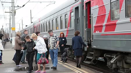 vasúti : Stopping distance trains at the station Segezha, Karelia, Russia. Resting passengers and vacationers