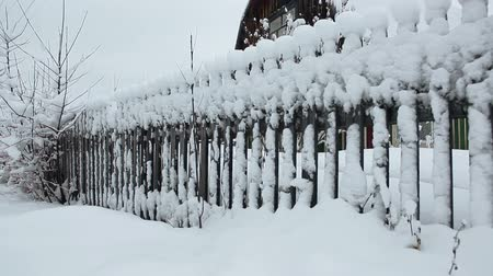 vila : Wooden fence of timber house in village covered with snow at winter season, Karelia, Russia