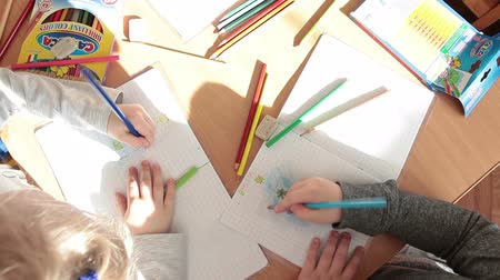 Çocuk bakımı : ST. PETERSBURG, RUSSIA - CIRCA MAY, 2015: Children have a drawing lesson in day-care center. Russian nursery is a daycare center for preschool kids