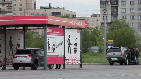 myjnia samochodowa : ST. PETERSBURG, RUSSIA - CIRCA JUN, 2015: Coin-operated multi-bay self-serve carwash is in the parking lot of shopping center. Self-service is a simple and automated type of car wash