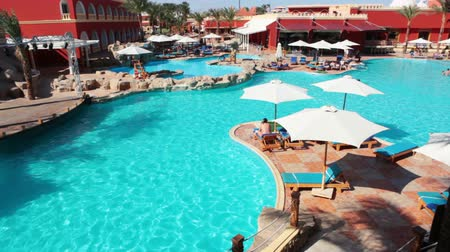 estância turística : HURGHADA, EGYPT - CIRCA NOV, 2015: Camera review of empty swimming pool at a hot afternoon. The Alf Leila Wa Leila spa 1001 Nights is one of the Pickalbatros chain spas in Hurgada resort