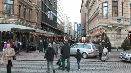 finlandês : HELSINKI, FINLAND - CIRCA, DEC, 2015: The Pohjoiesplanadi street with walking people at Christmas holidays. December weather without snow is at Christmas eve. Cityscape of Helsinki city Stock Footage