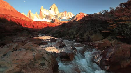 határkő : Mountain River and Mount Fitz Roy. Patagonia