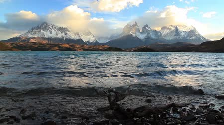 крайняя местности : Lake Pehoe at dawn. Torres del Paine, Chile