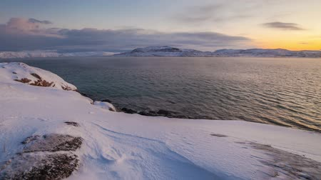 keresztül : Sunset on the snow-covered shore of the Barents Sea