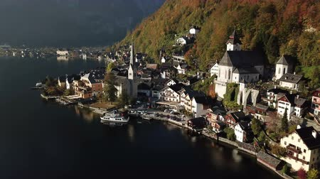 Beautiful landscape of Hallstatt village and Lake Hallstatt in Austria Стоковые видеозаписи