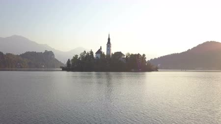 slovenya : Aerial video. Flight over Lake Bled in Slovenia Stok Video