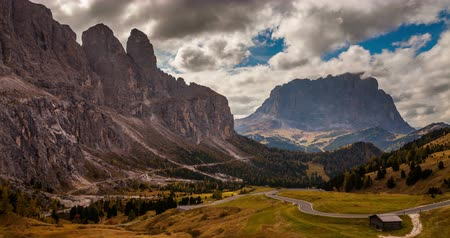 Timelapse of dramatic landscape in Dolomites mountains. Passo Gardena, Italia.