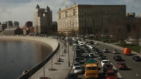 возможность : Traffic jam in the city. TimeLapse. Problems of the modern city. The cars are in a traffic jam. View from above. Spring in a European city. Moscow. Стоковые видеозаписи