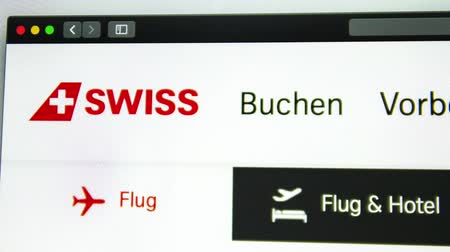 página da internet : Washington, USA - April 03, 2019: Air carrier Swiss website homepage. Swiss logo visible through a magnifying glass. ? or?