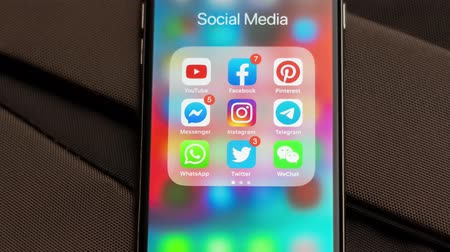 zprávy : Tallinn  Estonia - September 18, 2019: Black Apple iPhone with icons of social media: instagram, youtube, pinterest, facebook, twitter, telegram application on screen. Social media icons.