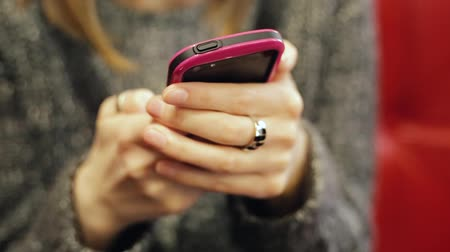 vytočit : Very closeup shot of female hands typing text message to her parents.
