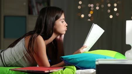 graduação : Frustrated teen studying hard at home late at night