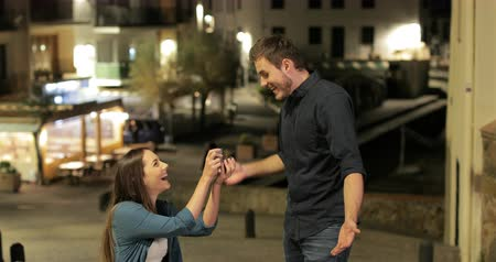 accepting : Girlfriend proposing to her boyfriend in the street