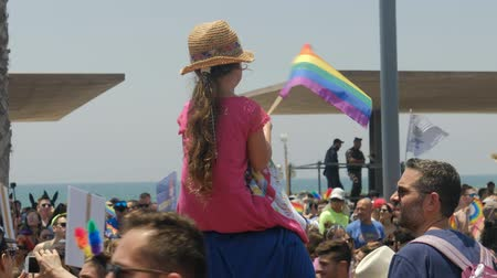 liberal : Tel Aviv, Israel , 8 June 2018 Gay Pride Parade. Gay Child sitting father Stok Video