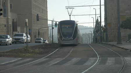 типичный : JERUSALEM ecological tramway railroads morning Стоковые видеозаписи