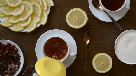 black tea : Pouring tea into a cup Stock Footage