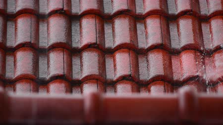 çatılar : Tiled roof with rain Stok Video