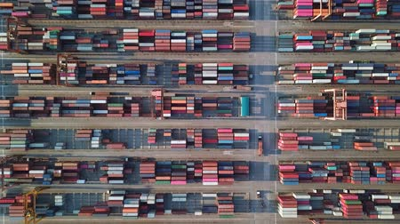 Luchtfoto van het laden van lading container schip haven in Sriracha industriële haven, Chonburi, Thailand. Stockvideo