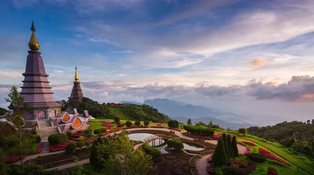 пагода : Landmark of Chiangmai, Pagoda and Mist on Doi Inthanon national park at Chiang mai, Thailand. Стоковые видеозаписи