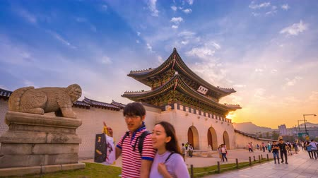 gyeongbokgung : SEOUL, KOREA - June 04, 2016: Time lapse of seoul city place of front gyeongbokgung Palace in sunset, seoul, south korea. Stock Footage