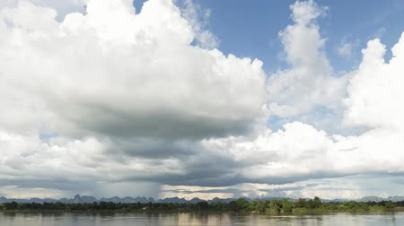 the mekong : Cloudy time-lapse over the river