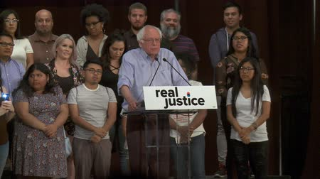 haklar : REAL CHANGE. Bernie Sanders talks about demanding change. June 2nd, 2018 at the Rally for Justice in downtown Los Angeles, California. Stok Video