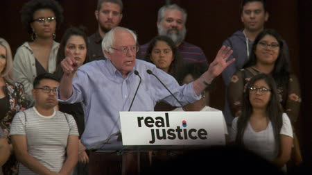 demokratický : Bernie Sanders on Marijuana. Weed and heroine are the same level of federal controlled substances. June 2nd, 2018 at the Rally for Justice in downtown Los Angeles, California.