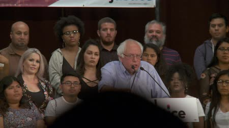 кампания : MENTAL HEALTH AND ADDICTION. Bernie Sanders says the crisis is not a criminal issue. June 2nd, 2018 at the Rally for Justice in downtown Los Angeles, California. Стоковые видеозаписи