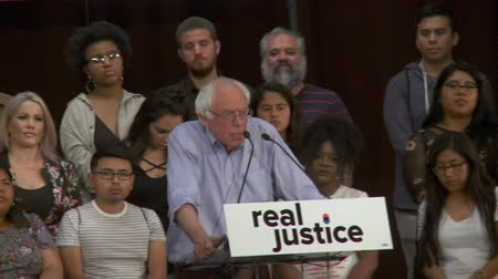 кампания : Police Department Reform. Bernie Sanders criminal justice discussion includes police conduct. June 2nd, 2018 at the Rally for Justice in downtown Los Angeles, California. Стоковые видеозаписи