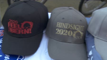 demokratický : Berne Sanders Hats. Merchandise for sale on June 2nd, 2018 at the Rally for Justice in downtown Los Angeles, California.