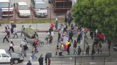 ocupação profissional : Occupy Marches Down Street. Protesters for the Occupy Movement march in downtown Los Angeles, California on May 1st, 2012.