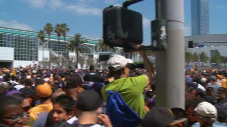 fanatics : LA Lakers Parade at Staples Center. Camera pans across a massive crowd on the street in front of Stapes Center in Los Angeles, waiting for the 2010 Lakers Championship parade to pass through. Stock Footage