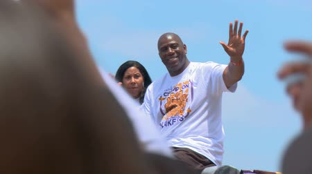 rywalizacja : Magic Johnson Waves to Fans. Retired NBA player Earvin Magic Johnson rides a float in downtown LA, during the Lakers Championship parade. June 21st, 2010, Los Angeles, California.