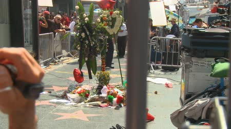 luto : News Cameras at Jackson Tribute, Zooms. News cameras shoot coverage of Michael Jacksons star on the Hollywood Walk of Fame the day after his death in Los Angeles, California on June 26th, 2009.
