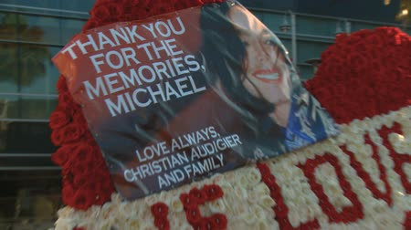 fama : Jackson Heart of Roses. Flower arrangement reads WE LOVE YOU MICHAEL outside Michael Jacksons memorial service at LA LiveStaples Center in downtown Los Angeles, California on July 7th, 2009. Stock Footage